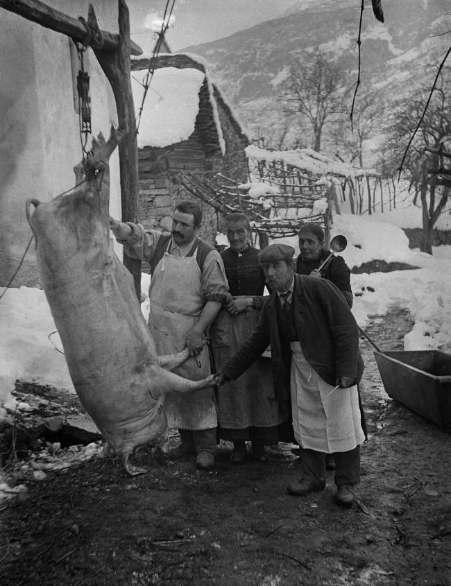 Roberto Donetta. 'Killing of a pig, Bleniotal' 1900-1932
