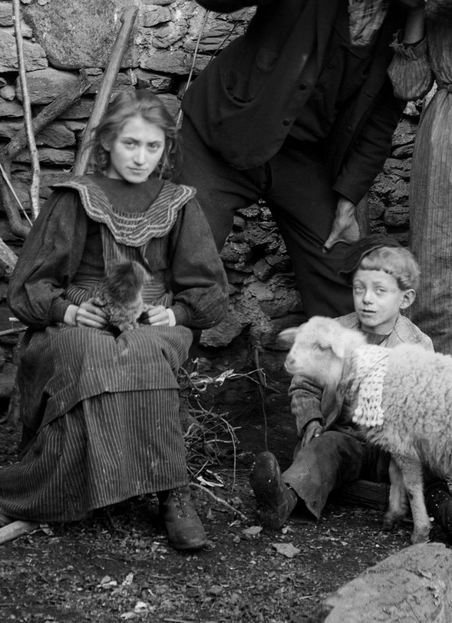 Roberto Donetta. 'Roberto and Linda Donetta with Their Children Brigida and Saulle' (detail) 1905-1910