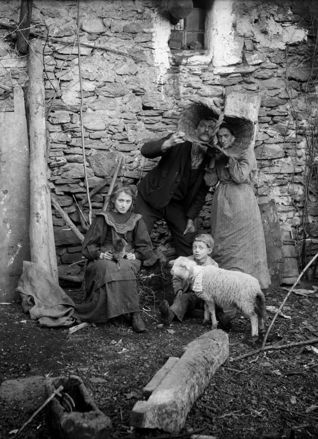 Roberto Donetta. 'Roberto and Linda Donetta with Their Children Brigida and Saulle' 1905-1910