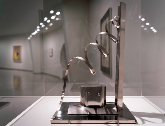 László Moholy-Nagy. 'Nickel Sculpture with Spiral' 1921 (installation photograph)