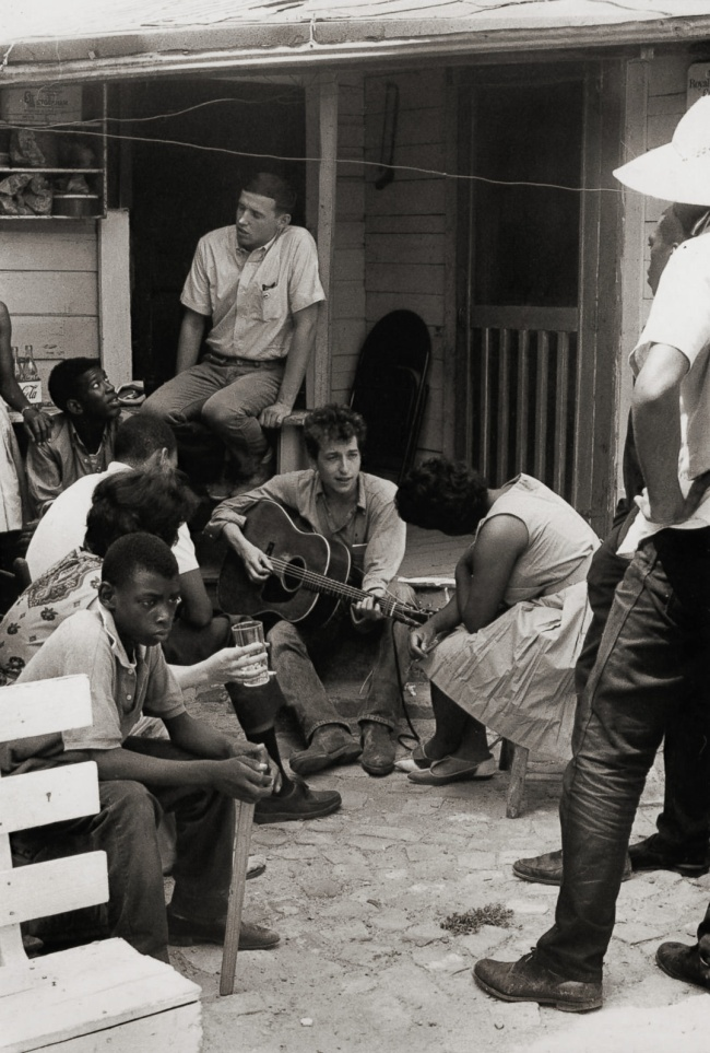 Danny Lyon. 'Bob Dylan behind the SNCC office, Greenwood, Mississippi' 1963