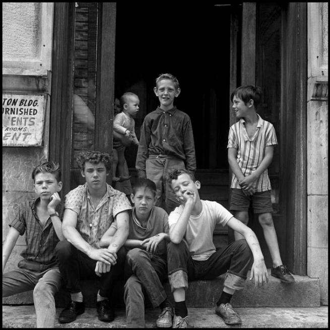 Danny Lyon. 'Children at an apartment entrance' 1965
