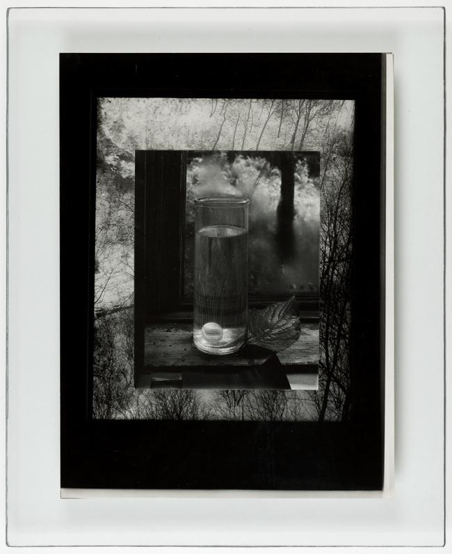 Josef Sudek. 'Sans titre (Nature morte sur le rebord de la fenêtre)' 1951