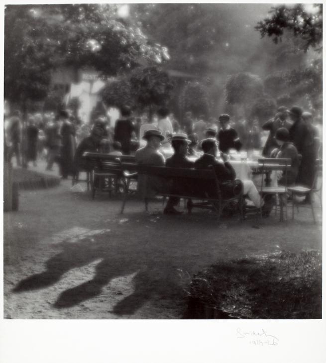 Josef Sudek. 'Dimanche après-midi à l'île Kolín' c. 1922–1926