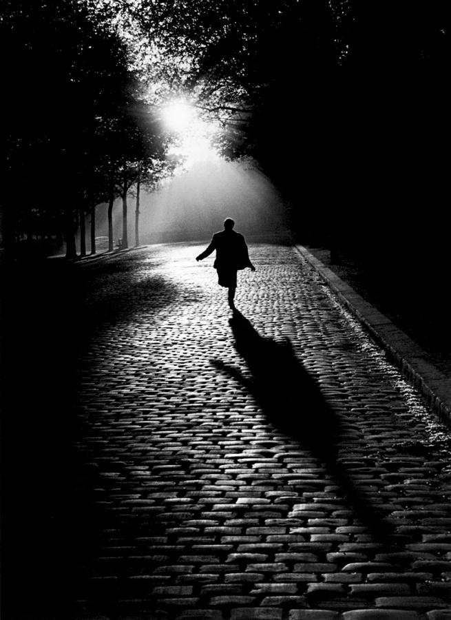 Sabine Weiss. 'L'homme qui court' Paris 1953