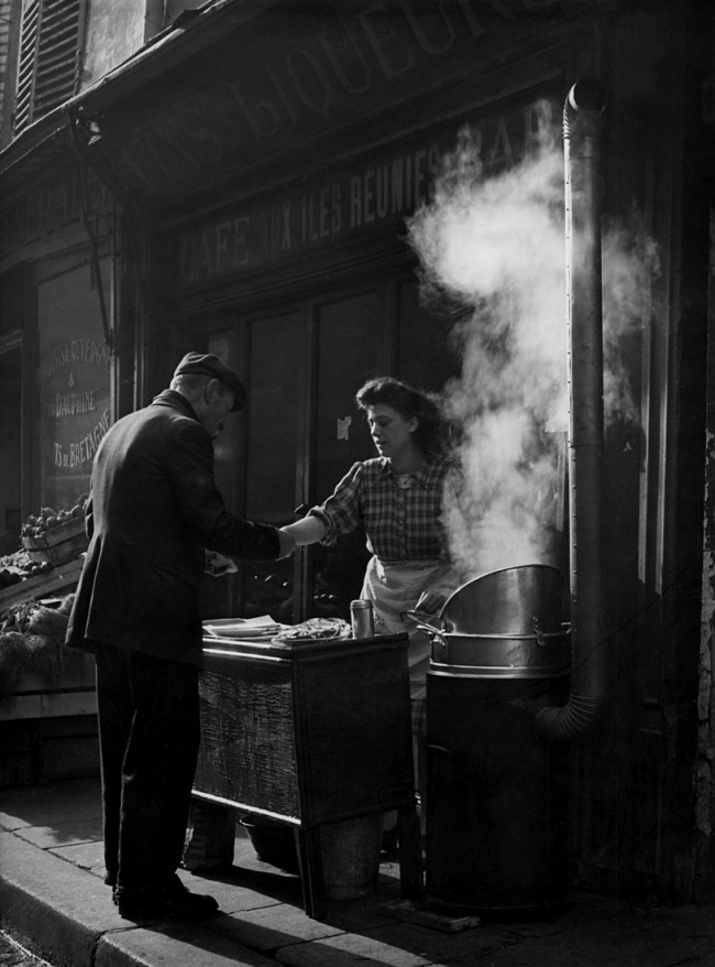 Sabine Weiss. 'Marchande de frites' Paris, 1952