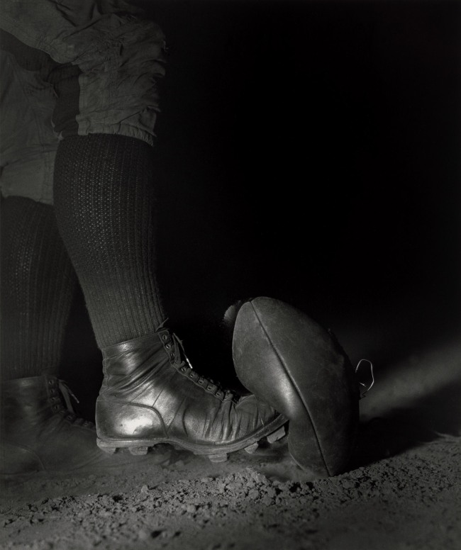 Harold Eugene Edgerton. 'Wes Fesler Kicking a Football' 1934
