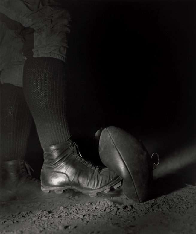 Harold Eugene Edgerton. 'Wes Fesler Kicking a Football' 1934