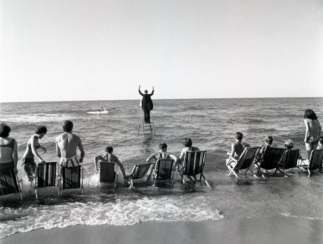 Eustachy Kossakowski. 'Le "Panoramic Sea Happening - Sea Concerto, Osieki" de Tadeusz Kantor (extrait d'une série)' 1967