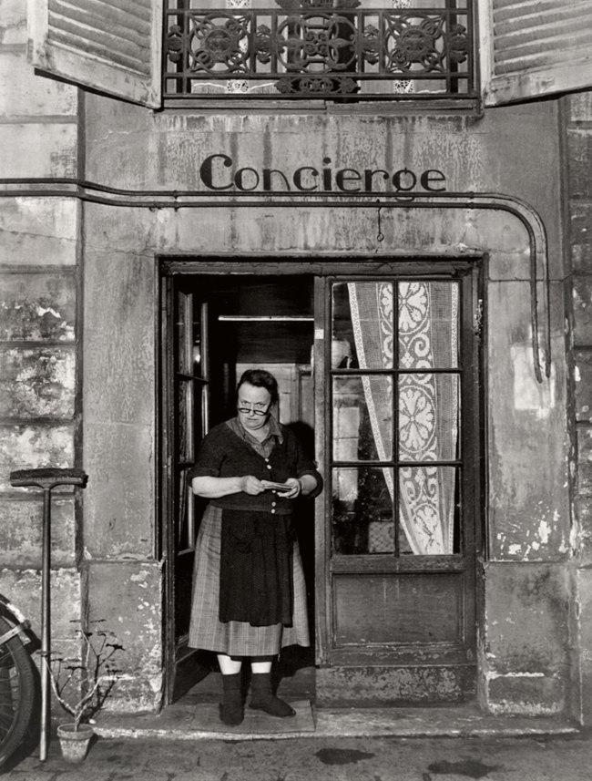 Robert Doisneau. 'La concierge aux lunettes, Rue Jacob' (The concierge with the glasses, Rue Jacob) 1945