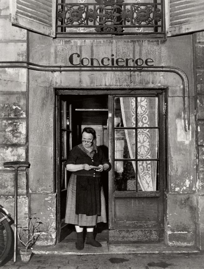 Robert Doisneau. 'La concierge aux lunettes, Rue Jacob' (The concierge with the glasses, Rue Jacob) 1945