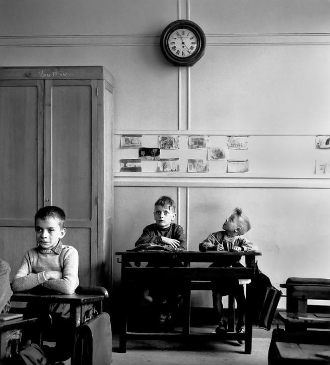 Robert Doisneau. 'Le cadran scolaire, Paris' 1956