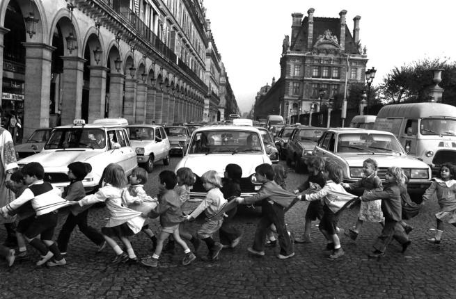 Robert Doisneau. 'Les tabliers de la Rue de Rivoli' 1978