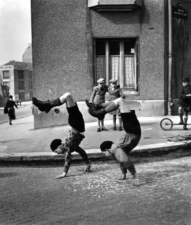 Robert Doisneau. 'Les frères, rue du Docteur Lecène, Paris' (The brothers, street of Doctor Lecène, Paris) 1934