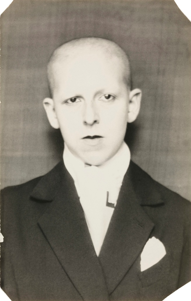 Claude Cahun. 'Self-portrait (as a dandy, head and shoulders)' 1921-22
