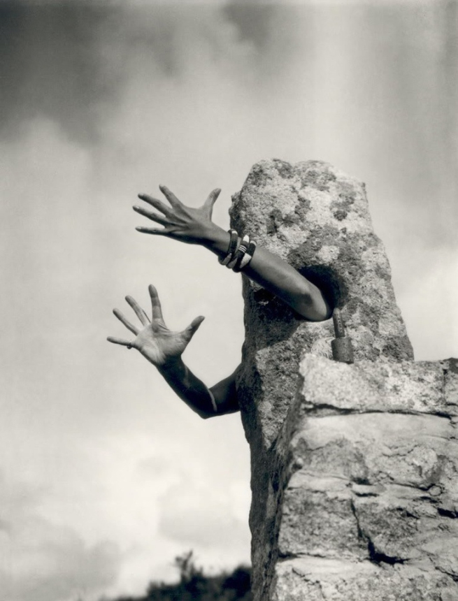 Claude Cahun. 'Je tends les bras (I extend my arms)' c. 1932