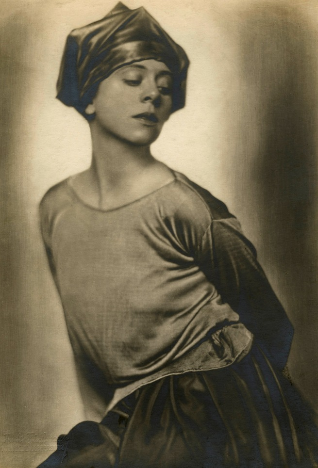 Trude Fleischmann. 'Actress and Dancer Lucy Kieselhausen' c. 1925
