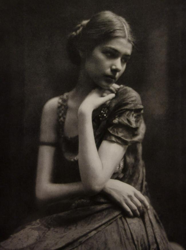Dührkoop (Hamburg) 'Clotilde von Derp-Sacharoff' c. 1928