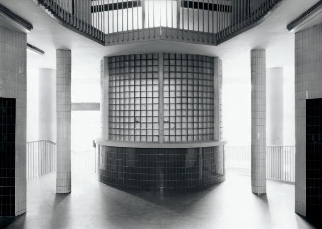 Axel Hütte (*1951) 'Moedling House' 1982-1984