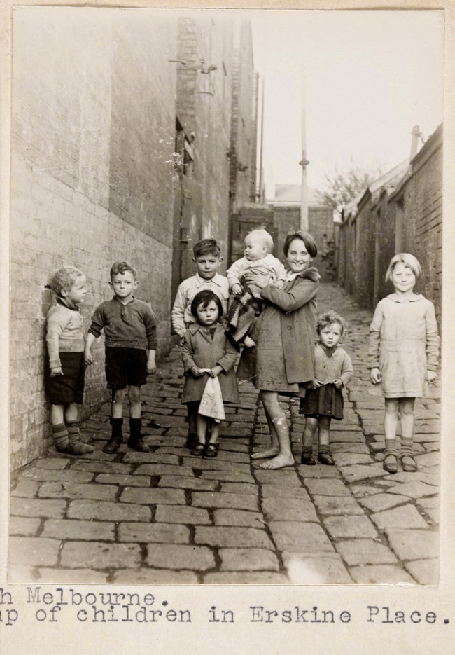 F. Oswald Barnett. 'North Melbourne. Group of children in Erskine Place'