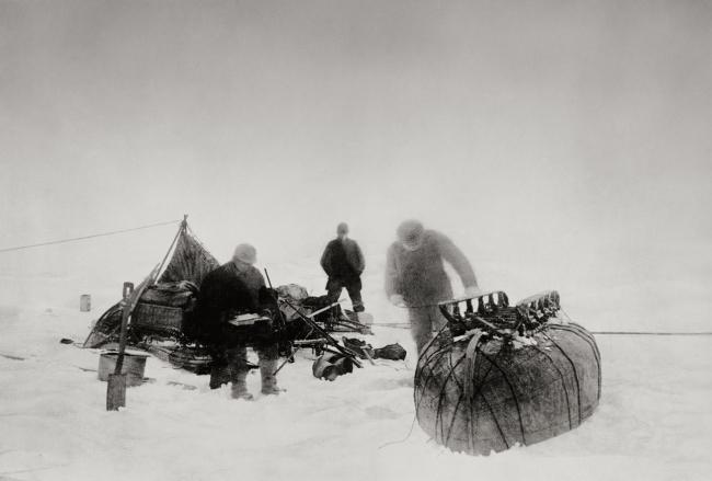 Nils Strindberg. 'At camp' 1897/1930