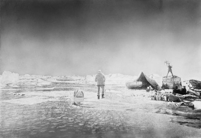 Nils Strindberg. 'Setting up-camp, raising the Swedish flag' 1897/1930