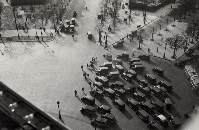 Germaine Krull. 'Place de l'Étoile, avenue de la Grande-Armée, avenue du Bois-de-Boulogne' 1926