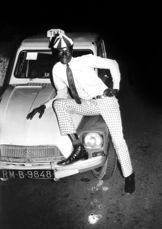 Malick Sidibé. 'Taximan avec voiture' 1970