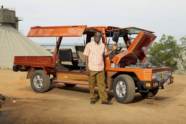 Melle Smets and Joost Van Onna. 'Turtle 1. Building a Car in Africa' 2016
