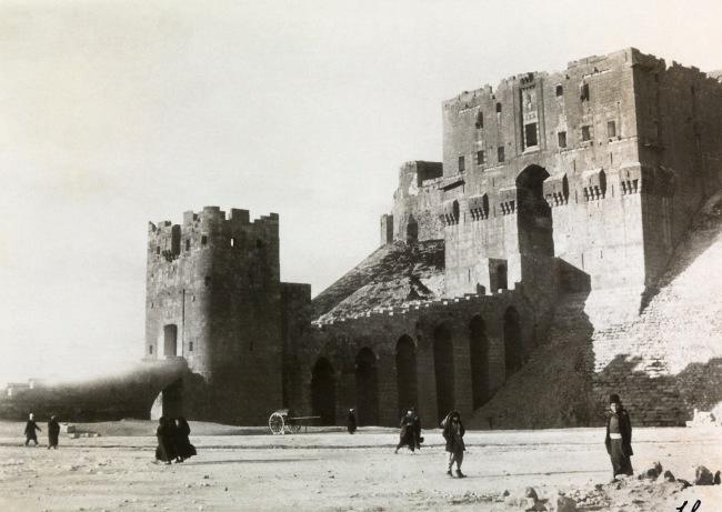 Walter Mittelholzer. 'Castell in Aleppo' 1925