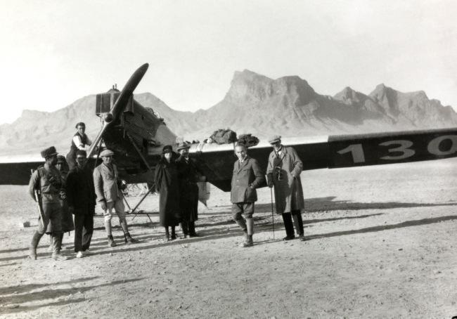 Walter Mittelholzer. 'Flugplatz Isfahan mit A 20 am Boden' 1925