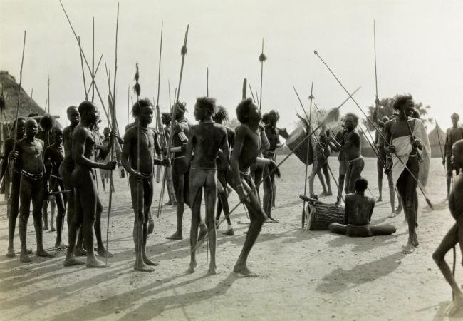 Walter Mittelholzer. 'Wilde Schlussszene des Opfertanzes [Wild final scene of the sacrificial dance]' 1926-1927