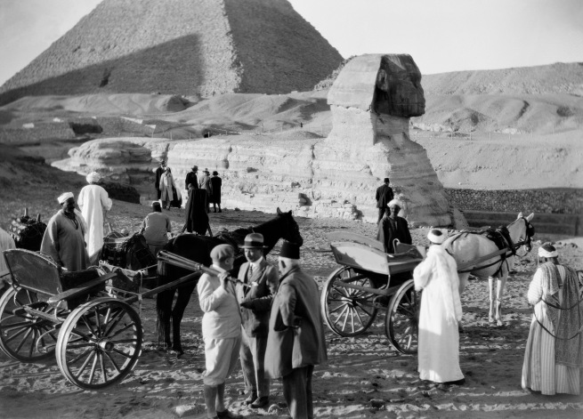 Walter Mittelholzer. 'Fremdenverkehr vor der Sphinx [Tourism in front of the Sphinx]' 1929