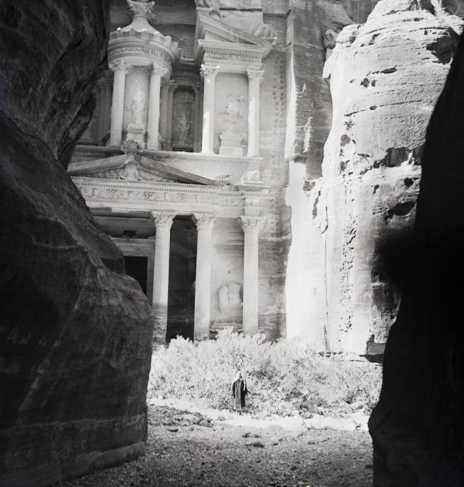 Walter Mittelholzer. 'Felsgrab Khazne al-Firaun, Petra' 1934
