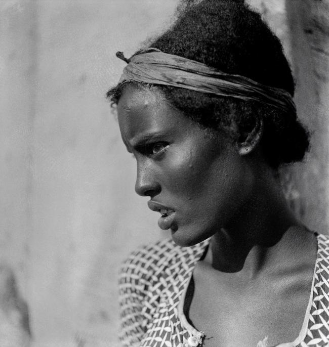 Walter Mittelholzer. 'Dankali-Mädchen [Dankali girl]' c. 1934