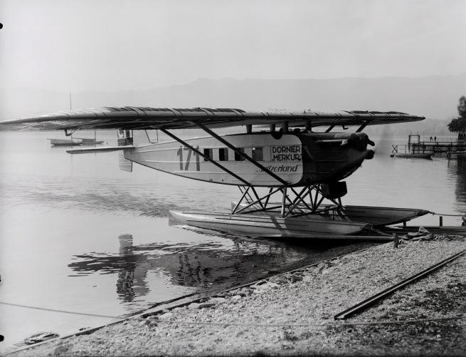 """Walter Mittelholzer. 'Dornier Merkur, CH-171 """"Switzerland"""" der Ad Astra Aero AG auf dem Zürichsee vor dem Afrikaflug' c. 1926"""