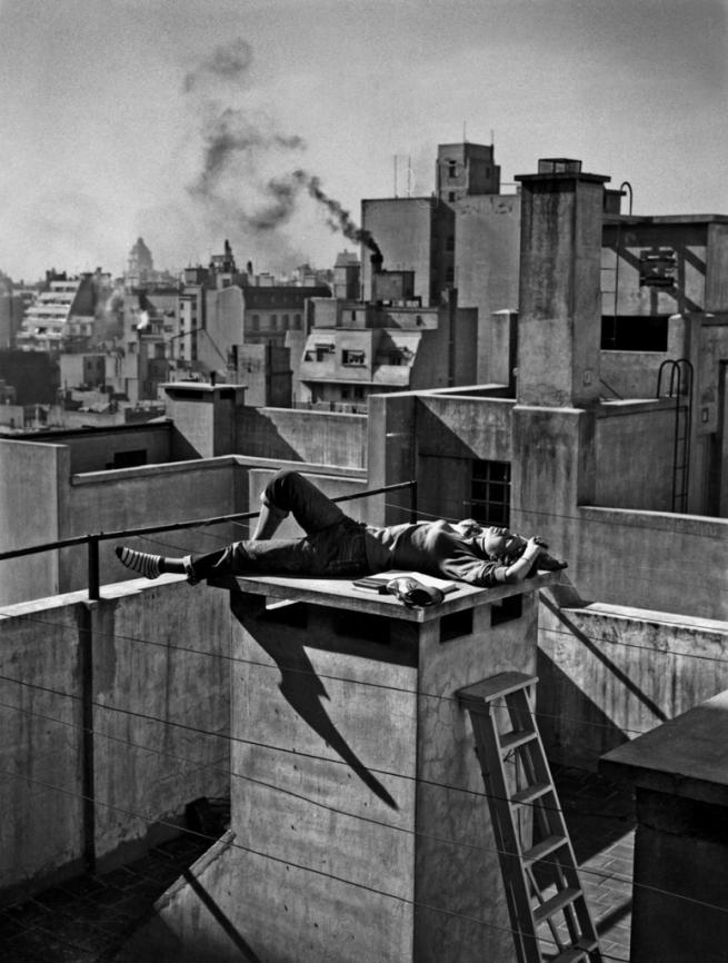 Annemarie Heinrich (Argentine, born Germany, 1912-2005) 'Veraneando en la ciudad' / 'Spending the Summer in the City' 1959