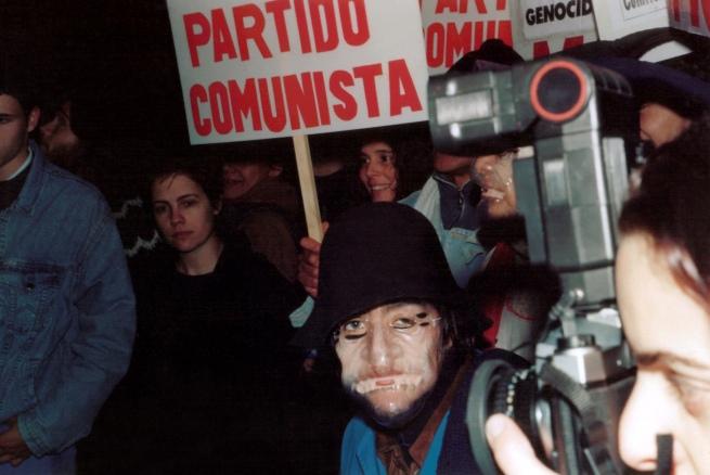 Grupo Etcétera... (Argentine, active since 1997) 'MÁSCARAS DESINHIBIDORAS - Escraches a los militares Riverso y Peyón' / 'UNINHIBITING MASKS - Escraches to (Former) Military Officers Riverso and Peyón (2)' 1998