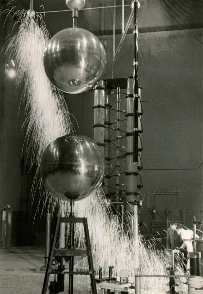 Jakob Tuggener(1904-1988) 'Laboratorio di ricerca, fabbrica di costruzioni meccaniche Oerlikon' [Research laboratory, Oerlikon mechanical engineering factory] 1941