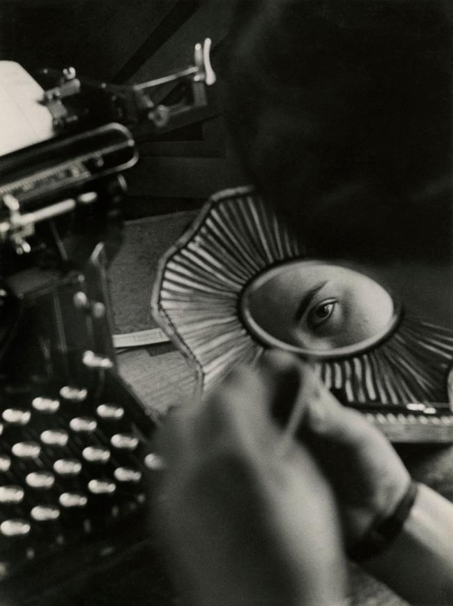Jakob Tuggener(1904-1988) 'Nell'ufficio della fonderia, fabbrica di costruzioni meccaniche Oerlikon' [In the foundry office, Oerlikon mechanical engineering factory] 1937