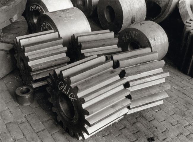 Albert Renger-Patzsch (1897-1966) 'Ritzel and Zahnräder, Lindener Eisen-und Stahlwerke [Sprockets and gears, Lindener Eisen-und Stahlwerke factory]' 1927
