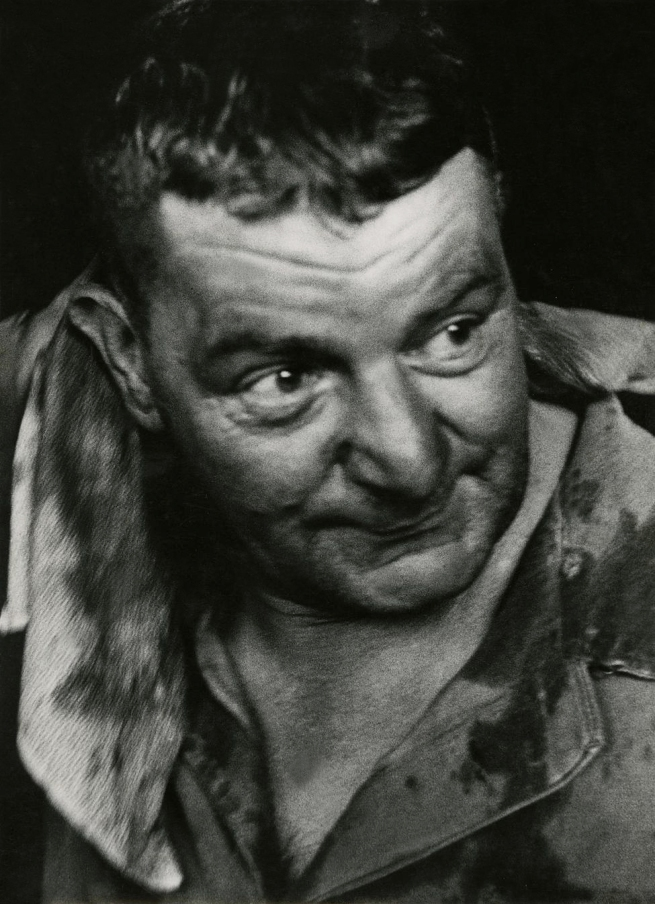 Jakob Tuggener(1904-1988) 'Forgeron dans une fabrique de wagons de Schlieren' [Blacksmith in a Schlieren wagon factory] 1949