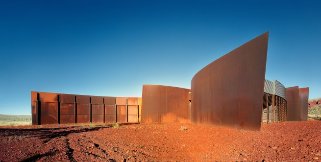 John Gollings. 'Karijini Visitor Centre (Woodhead International BDH), West Pilbara, Western Australia' 2001