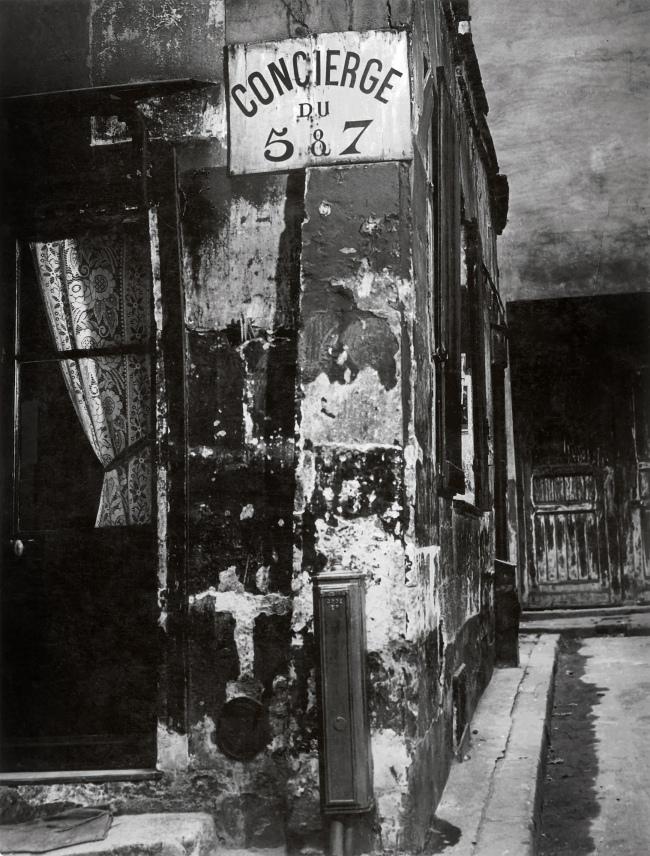 Brassaï(Gyulá Halász, 1899 - 1984) 'Porteria, París [Concierge's Lodge, Paris]' 1933