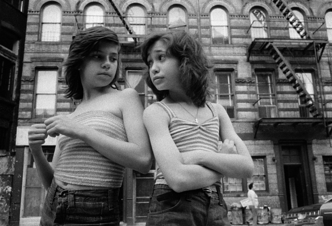 Susan Meiselas (b. 1948, Baltimore) 'Dee et Lisa, Mott Street, Little Italy, New York, 1976' 1976
