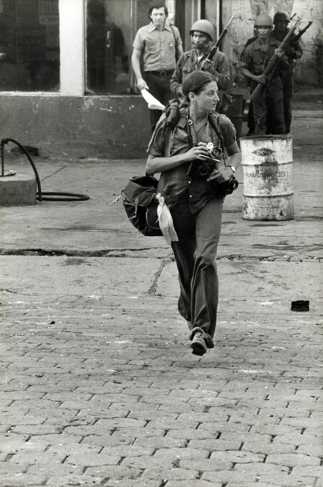 Alain Dejean Sygma. 'Portrait de Susan Meiselas, Monimbo, Nicaragua' Septembre 1978
