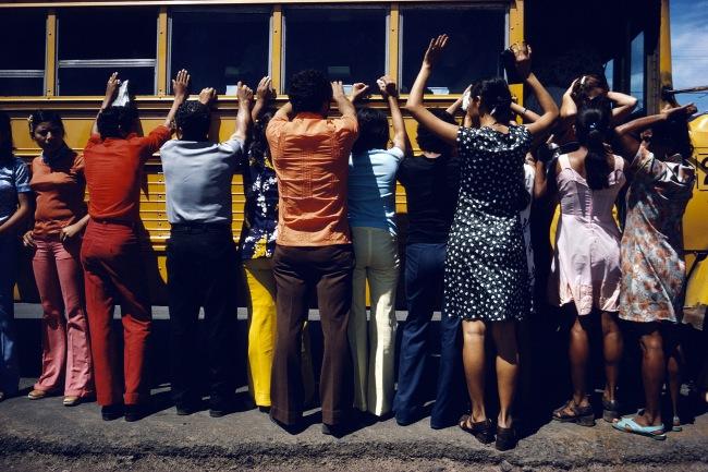 Susan Meiselas(b. 1948, Baltimore) 'Fouille de toutes les personnes voyageant en voiture, en camion, en bus ou à pied, Ciudad Sandino, Nicaragua' 1978