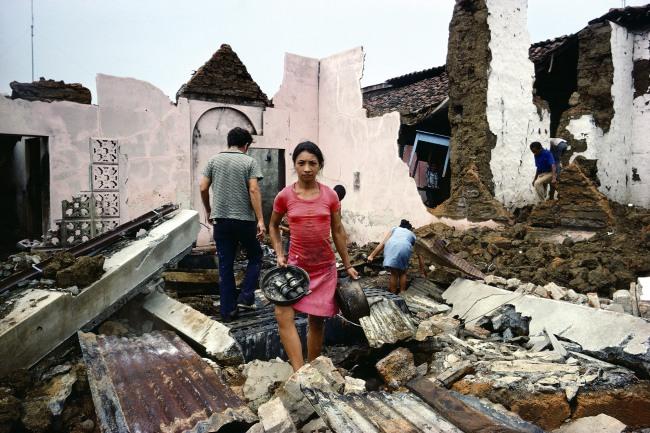 Susan Meiselas(b. 1948, Baltimore) 'Retour chez soi, Masaya, Nicaragua' 1978