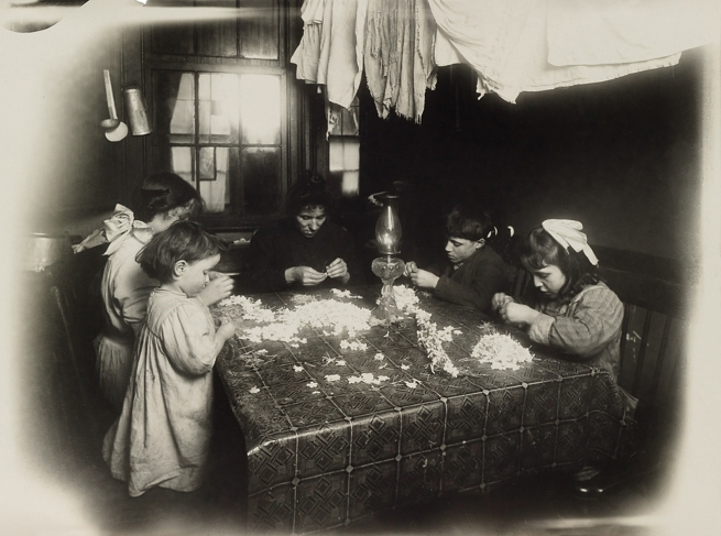 Lewis Hine (1874-1940) 'Artificial flowers, New York City' 1912