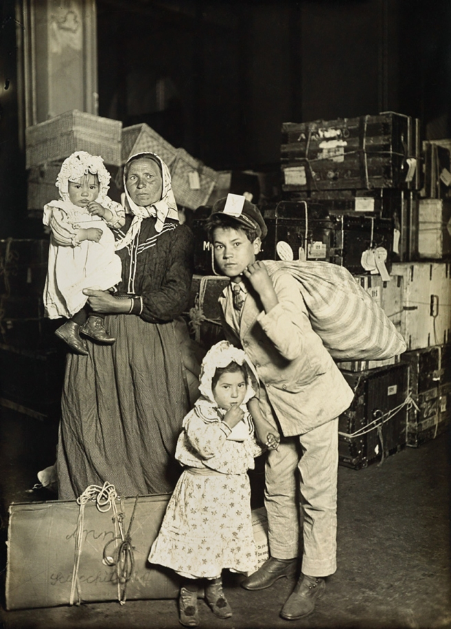 Lewis Hine (1874-1940) 'Italian family in the baggage room' 1905